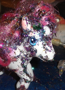 You could win THIS sparklepony ooooh look at the shiny glitter!  You wants it, yes?