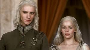 Vis: I'm prettier than youuuu . . . Dany: Oh shut up.