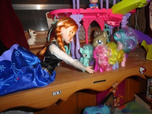 see! if girls can like ponies than so can boys! and anna agrees!