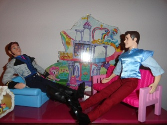 Hans: so charming, tell me a bit about yourself.... pc:Ohhh uh i     like shoes? hans:okay then thats intresting next!